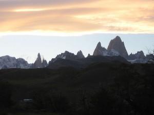 Traumberge Patagoniens: Fitz Roy (l.) und Cerro Torre (r.)