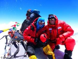 Am Gipfel der Shishapangma - mit Tunc Findik (l.)