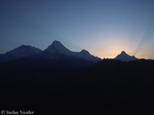 Annapurna I (l.)