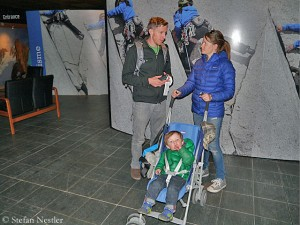 Tommy mit Ehefrau Rebecca und Sohn Fitz