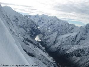 Der Cho-Rolpa-Gletschersee im Rolwaling