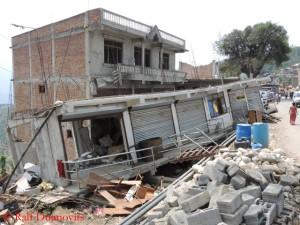 Zerstörtes Haus in Sangachok