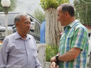 Ralf Dujmovits (r., mit Ashraf Aman, Chef von Adventure Tours Pakistan)