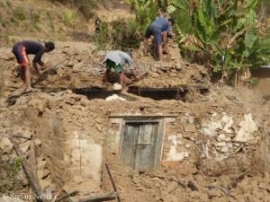Selbsthilfe (im Dorf Kadambas) statt auf Hilfe zu warten