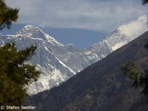 Erster Blick auf Everest (l.) und Lotse