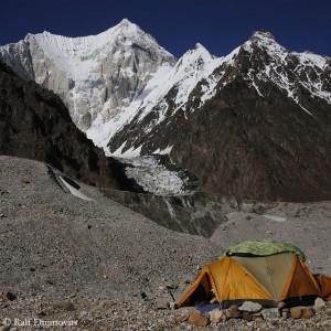 Blick vom Basislager auf den Gasherbrum VI