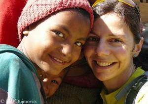 Gerlinde mit nepalesischen Kindern