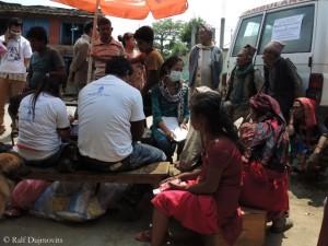 Hilfe - wie hier im Distrikt Sindhubalchowk - wird weiter benötigt