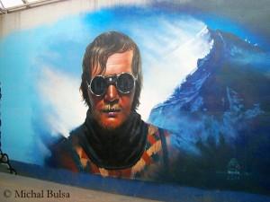 Kukuczka-Porträt auf einer Hauswand in seiner Heimatstadt Kattowitz