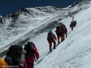 Viel Verkehr auf der Everest-Normalroute