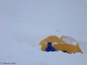 Drei- bis viermal täglich Schneeschaufeln (hier Tamara)