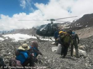 Rettungsflüge am Everest