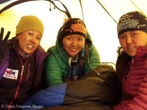 Erfolgreich am K 2: Maya, Dawa Yangzum, Pasang Lhamu (v.l.)
