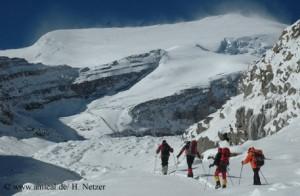 Bergsteiger auf dem Weg zum Putha Hiunchuli