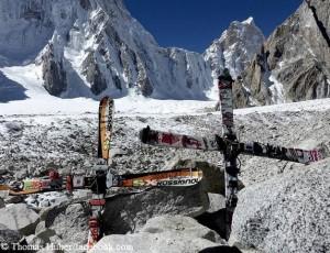 Die Skier der beiden Vermissten