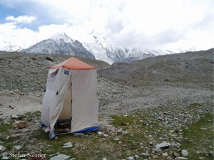 Toilettenzelt (nicht am Everest, sondern am Kokodak Dome)