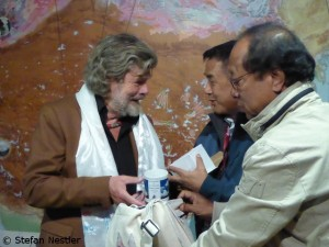 Ang Tshering (2nd f.r.) with Reinhold Messner (l.)