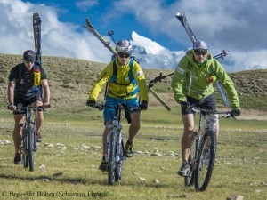 Sebastian Haag, Benedikt Boehm and Andrea Zambaldi (f.l.), training in Tibet