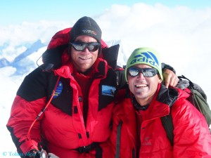Dr. Tobias Merz (l.) and his co-expedition leader Dr. Urs Hefti on top of Himlung Himal (© T. Merz)