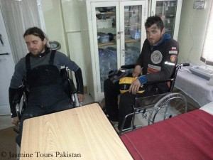 Obrycki (l.) and Dunaj in the hospital of Skardu