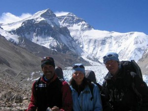With Gerlinde and Hirotaka Takeuchi (r.) at the North Face of Everest in 2005