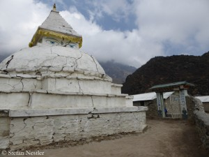 Stupa in front of the Hillary School in Khumjung