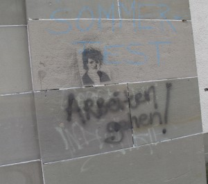 "Graffiti ""Arbeiten gehen"""