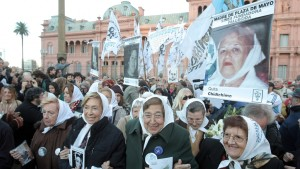 epa03201923 Mothers of Plaza de Mayo Founding Line (Asociación Madres de Plaza de Mayo Línea Fundadora) members participate in a demonstration at the monument where the group met for the first time, in the event called by one of the three founders of the organization, Azucena Villaflor de Devincenti to commemorate the group's 35 anniversary in Buenos Aires, Argentina, 30 April 2012. Separated by ideological issues, although united by the same pain, Mothers of Plaza de Mayo remember the birth of the humanitarian group 35 years ago when they first met against dictatorship in Argentina for their missing children. EPA/RICARDO NUÑEZ
