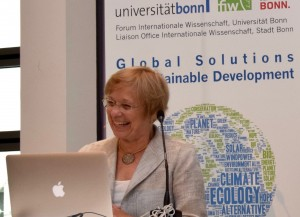 Susan Avery enthralls the audience at Bonn University. (Pic: C.Koenig/ City of Bonn)