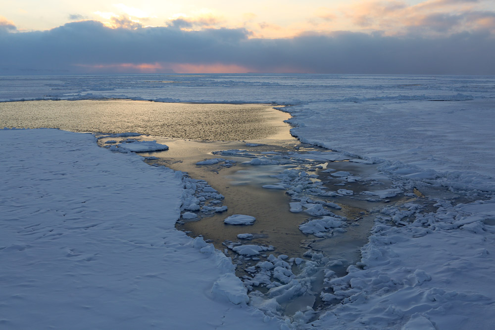 Ice and open water. (Nick Cobbing, Greenpeace)