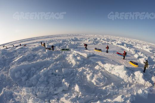 Greenpeace campaigners on the way to the North Pole