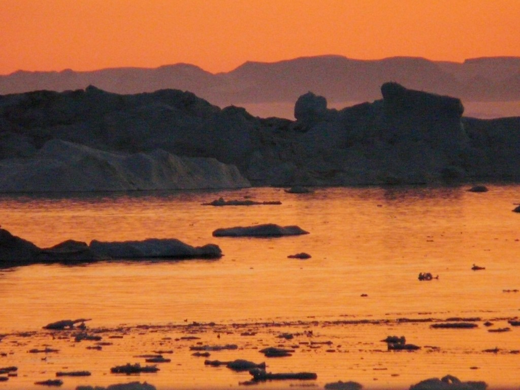 Summer night in Ilulissat
