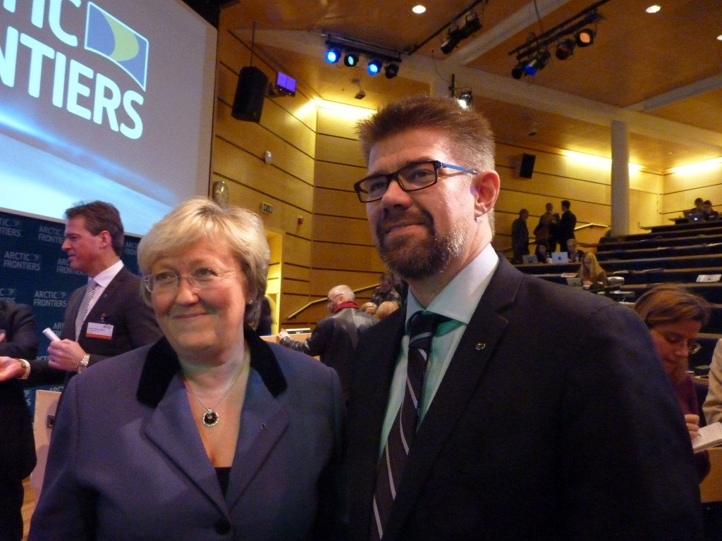 Norwegian Fisheries Minister Elisabeth Aspaker and Iceland's Foreign Minister Gunnar Bragi Sveinsson in Tromso