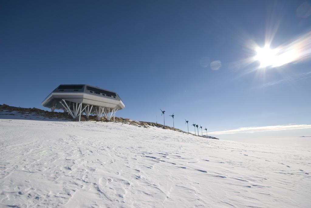 Princess Elisabeth Station  & windturbines - Copyright René Robert - International Polar Foundation