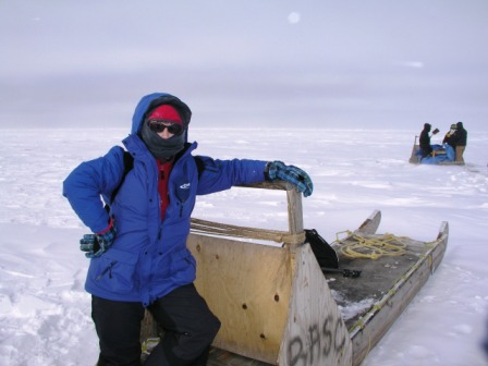 Iceblogger on polar bear watch with CCC students at work behind, Alaska 2008 (Pic: I.Quaile)