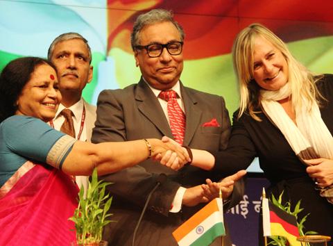 2014_08_07_Indien_Satellitendeal_1_klein