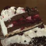 Ein Stück Torte auf einem kippsicheren Tortenheber