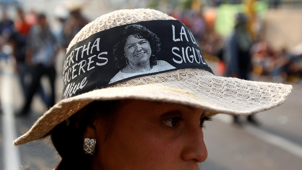 A demonstrator wears a hat with a picture of late environmental and indigenous rights activist Berta Caceres during a protest to demand justice over her murder of in Tegucigalpa, Honduras, May 9, 2016 © REUTERS/Jorge Cabrera