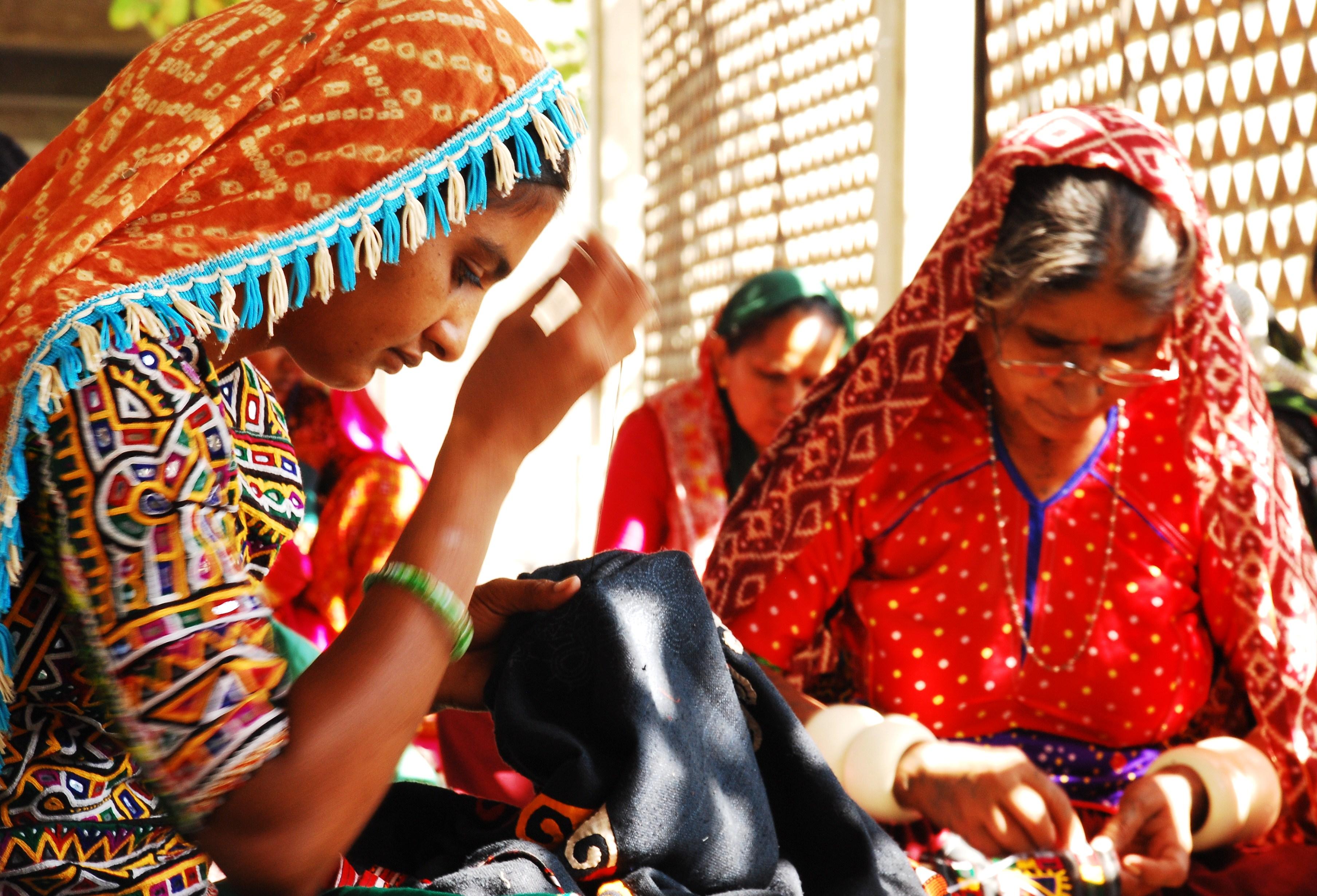 Hansiba women - emroidering