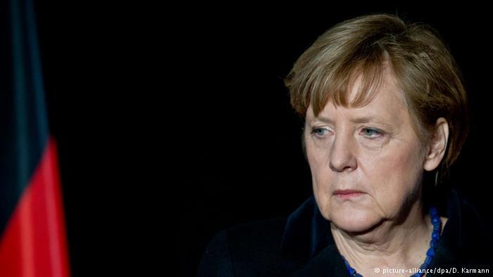 Merkel in schwarz