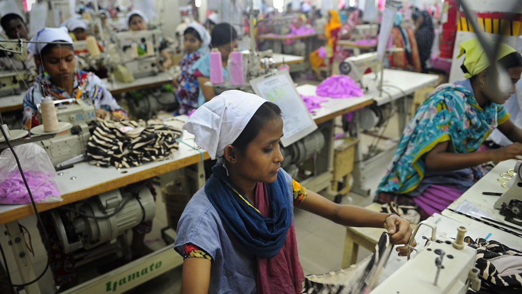 Bangladeshi women work in a garments factory in Dhaka©MUNIR UZ ZAMAN/AFP/GettyImages