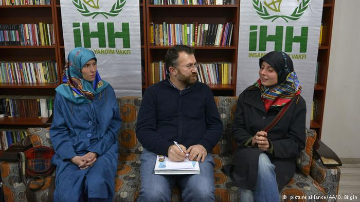 Antonie Chrastecka (L) and Hana Humpalova (R) with IHH coordinator Izzet Sahin in Turkey after their release